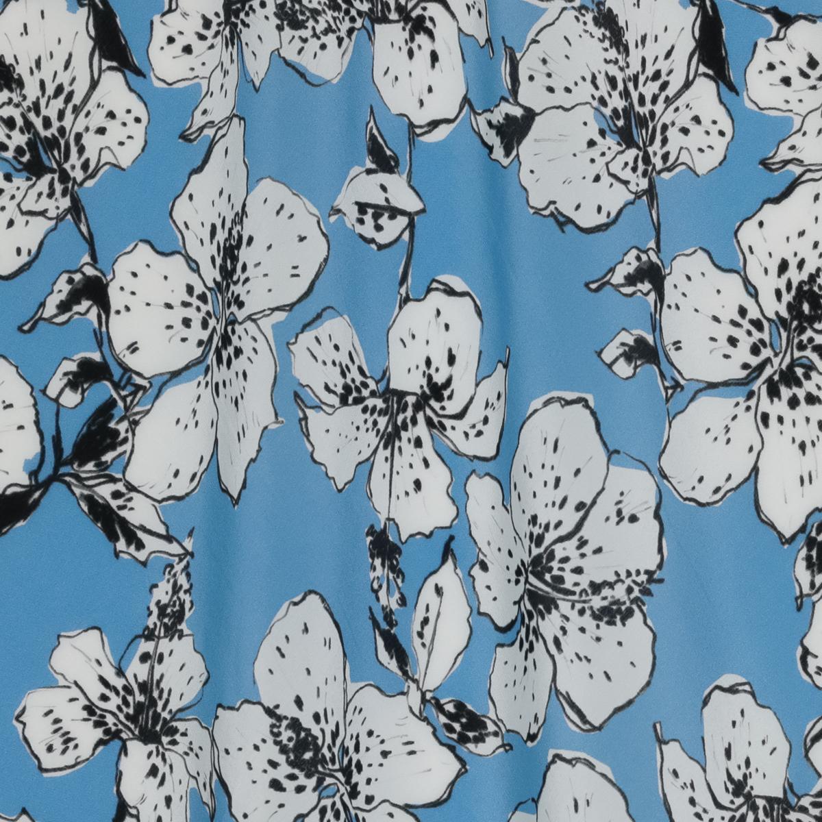 Шёлковый крепдешин с цветами гибискуса на фоне неба