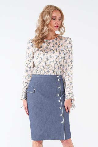 Фото свободная белая блуза с голубым цветочным принтом и длинным рукавом - Блуза Г704-161 (1)