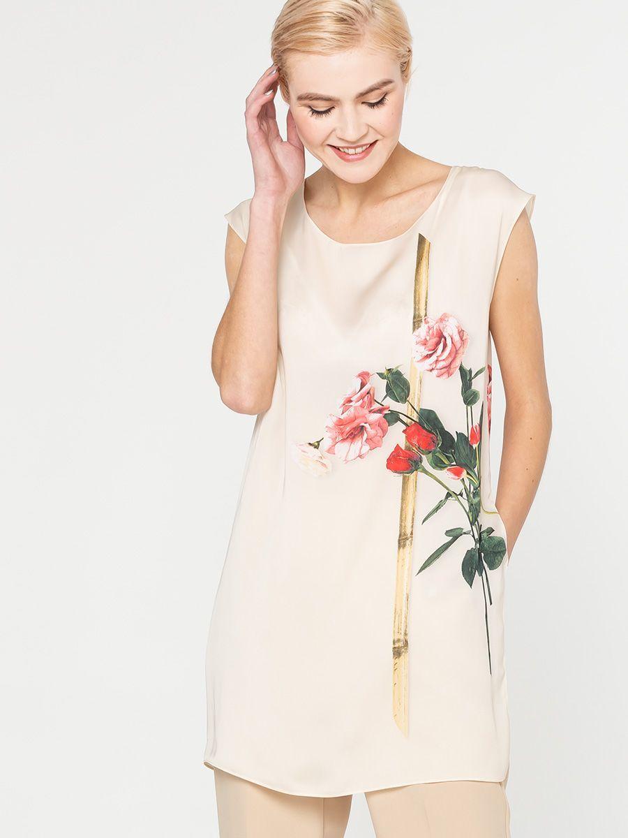 Блуза Г549а-128 - Удлиненная блуза-туника свободного силуэта со спущенной линией плеча. По левому боковому шву глубокий разрез. Эта блузка подчеркнет изящество женской фигуры, создавая хрупкий и нежный образ.