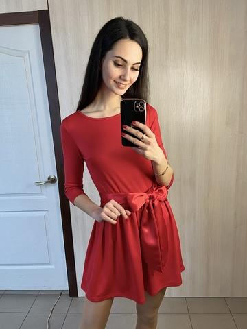 Бант. Коротка сукня з пишною спідницею. Червоний