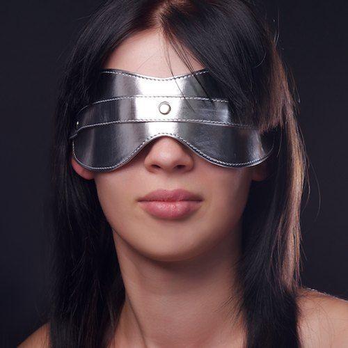 Серебристая маска на глаза