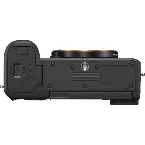 Фотокамера Sony A7c серебристого цвета снизу