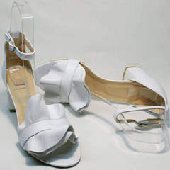 Женские летние белые босоножки с закрытой пяткой Ari Andano K-0100 White.