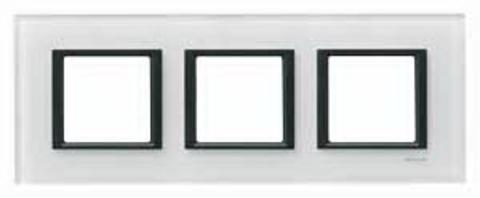Рамка на 3 поста. Цвет Белое стекло. Schneider electric Unica Class. MGU68.006.7C2