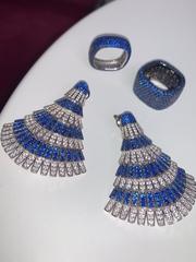 91668- Узкое кольцо-дорожка  из серебра с синими микроцирконами