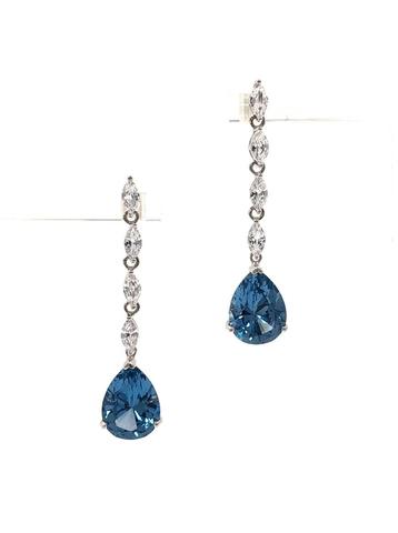 Серьги из серебра с голубыми подвесками в виде капель