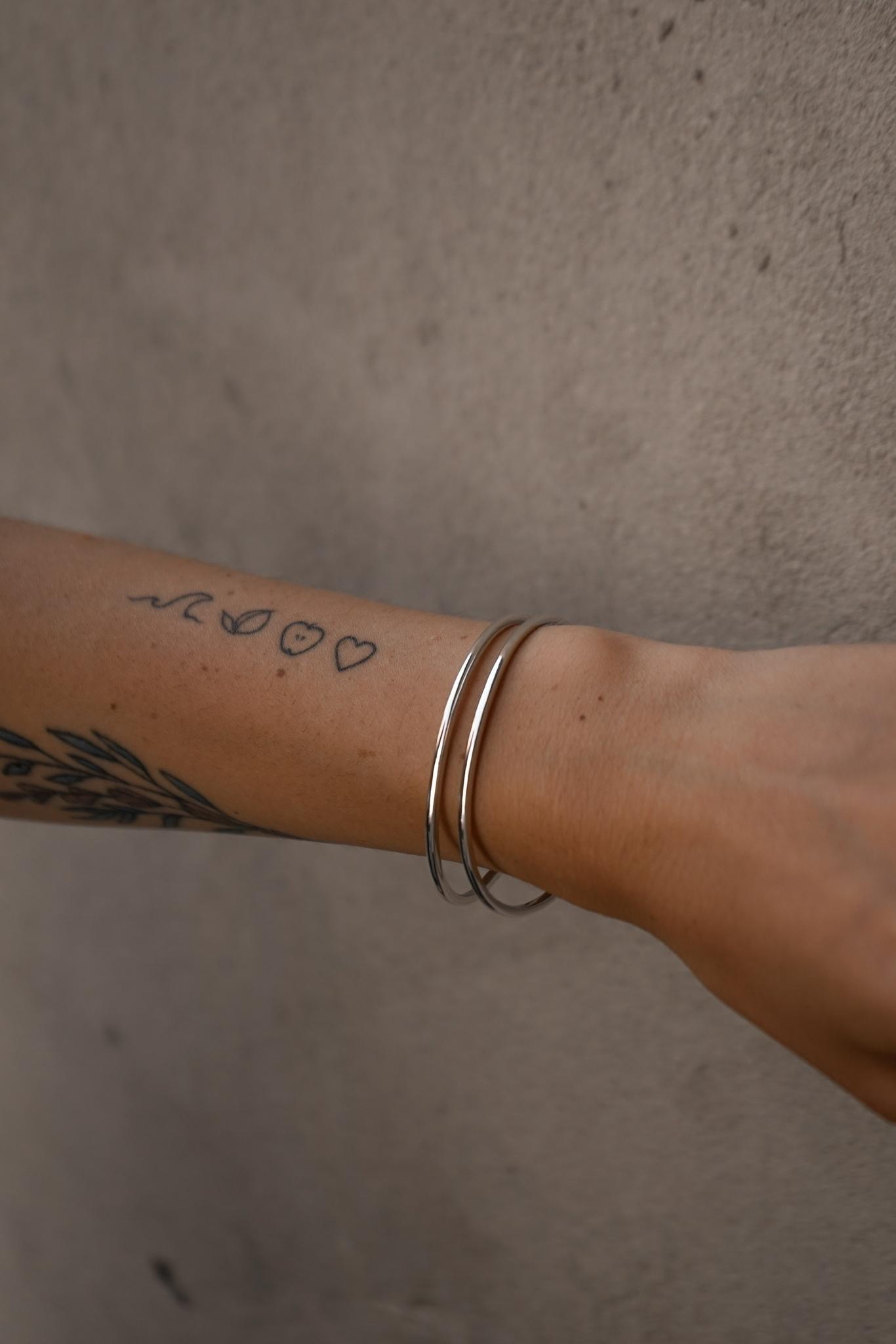 Серебрчный каркасный браслет-лассо