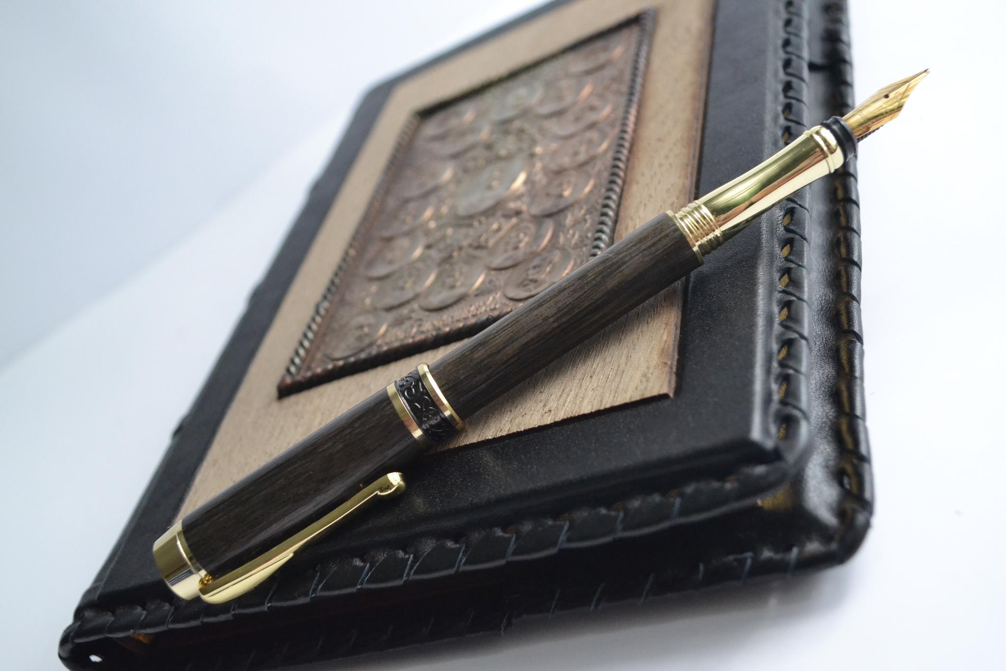 ручка из мореного дуба в подарок