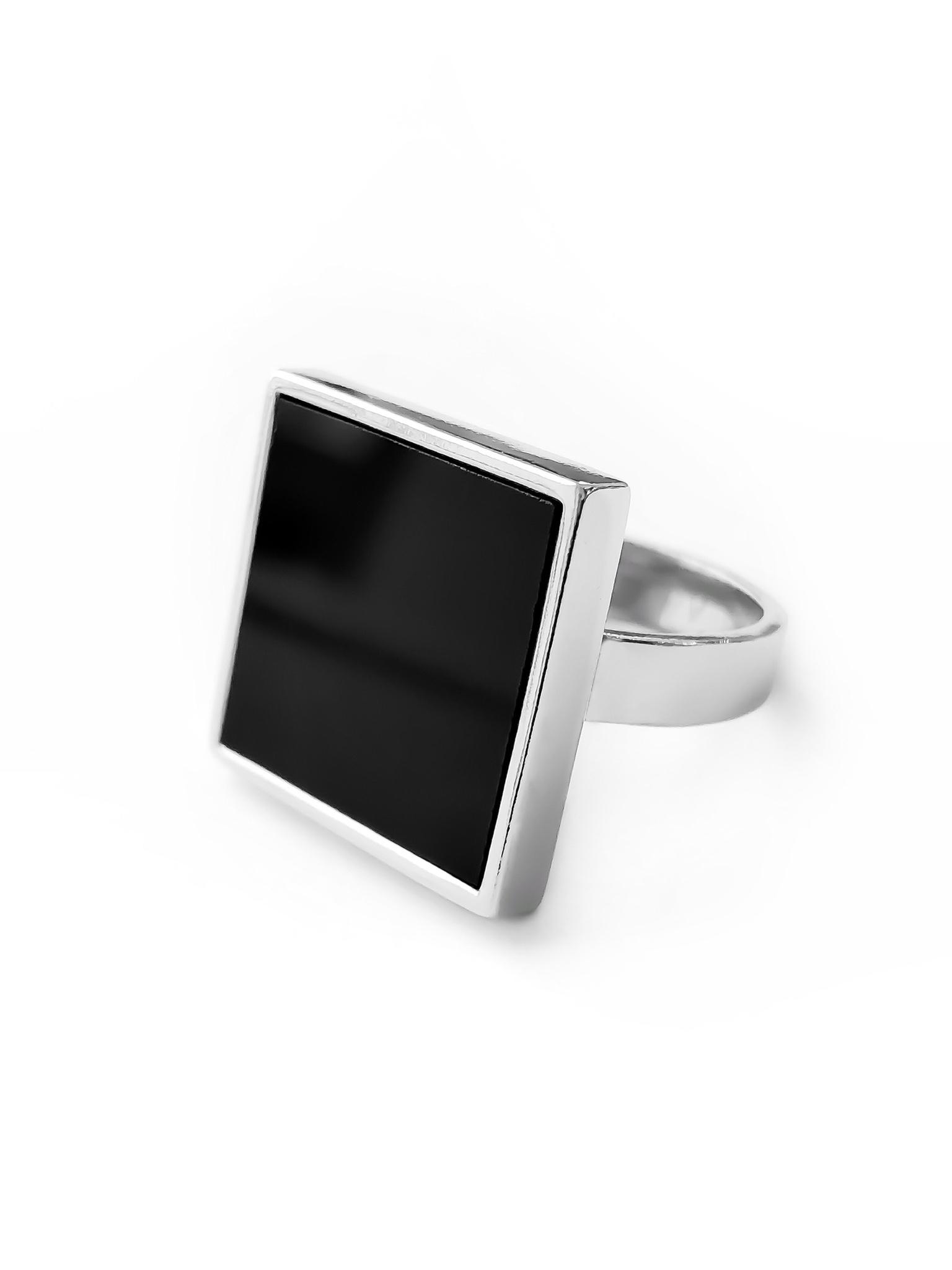 Серебряное кольцо с обсидианом квадратной формы
