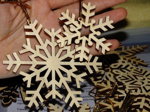 42 снежинки ДекорКоми из дерева. Комплект