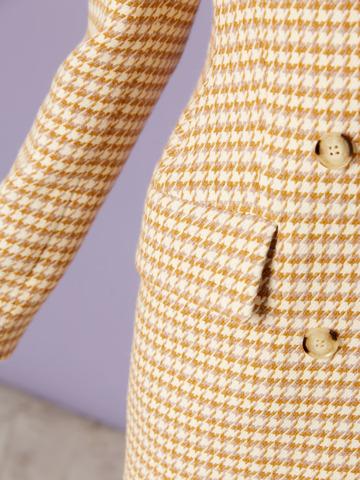 Жакет двубортный с рельефными бедрами гус.лапки молочно-горчичный из шерсти