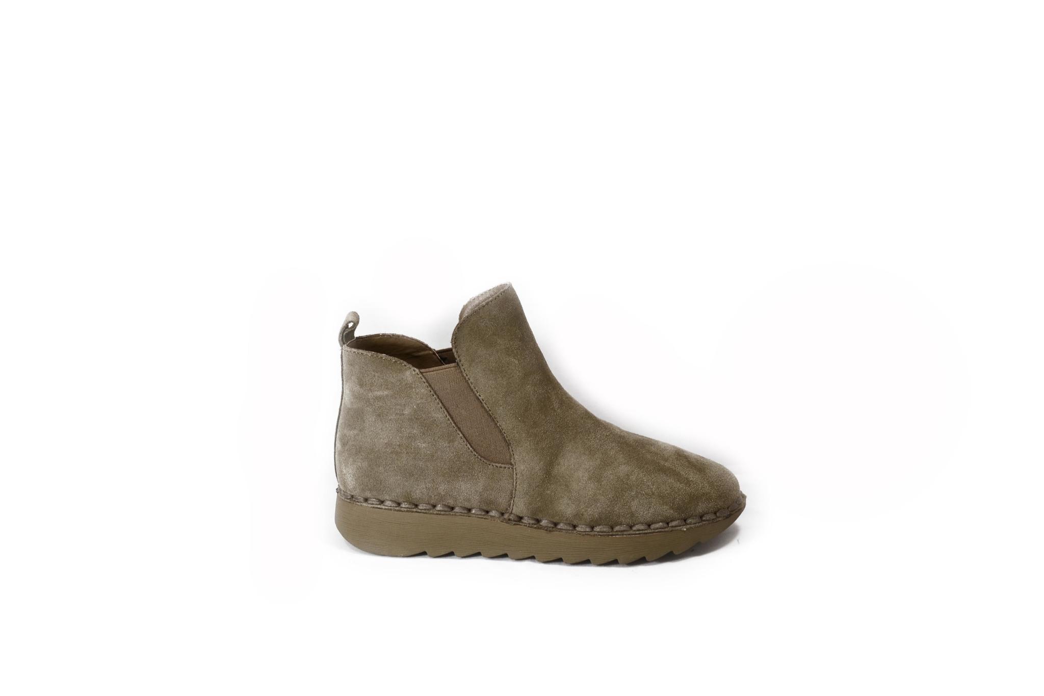 Песочные ботинки из натурально велюра платформе