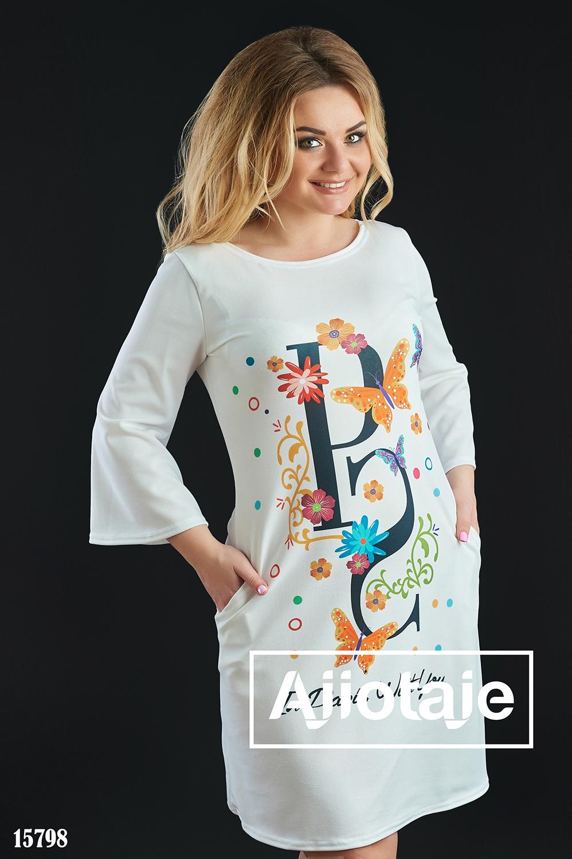 Платье белого цвета с рукавами клеш