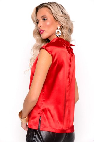 """<p>Этот блузон выполнен в самых модных цветовых гаммах этого сезона! Прямой силуэт и ворот """"стойка"""" - оригинальное решение наших дизайнеров. Попробуй и удиви!</p>"""