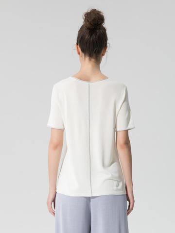 Женский шелковый джемпер молочного цвета с укороченным рукавом - фото 4