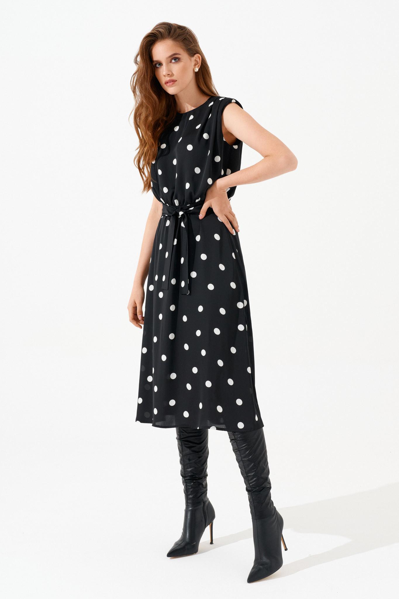 Полуприлегающее платье без рукавов