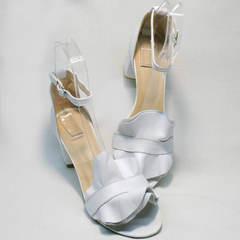 Красивые женские сандалии белые босоножки на устойчивом каблуке Ari Andano K-0100 White.