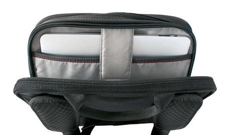 Сумка Victorinox Travel Companion, черная, 27x8x21 см, 4 л