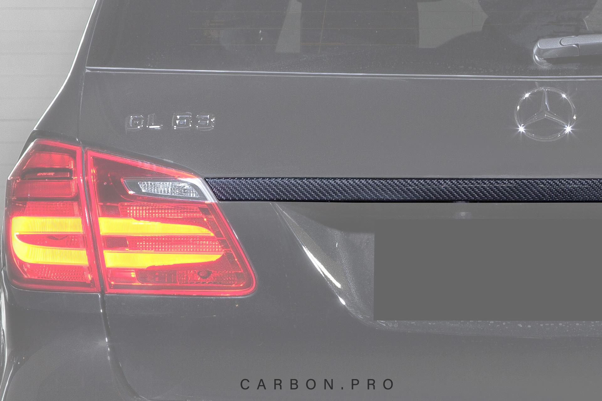 Карбоновая накладка на багажник над номером 63 AMG Style для Mercedes GL-class X166
