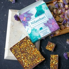 Шоколад Nilambari с пыльцой и цветами корицы, 65 г.