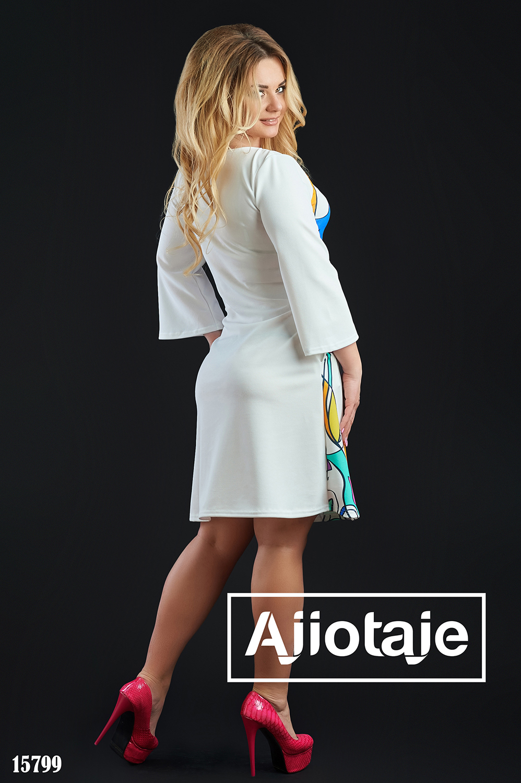Белое платье миди с рукавами клеш