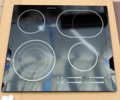 Стеклокерамическая верхняя панель электроплит ELEKTROLUX 3878911118