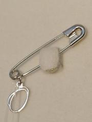Брошь- булавка из серебра с буквой О