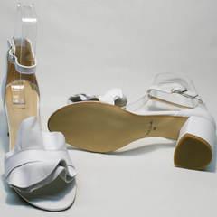 Летние женские босоножки на низкой подошве Ari Andano K-0100 White.