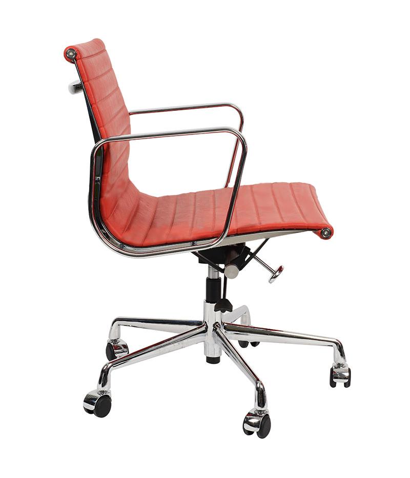 Кресло Eames Style Ribbed Office Chair EA 117 красная кожа - вид 4
