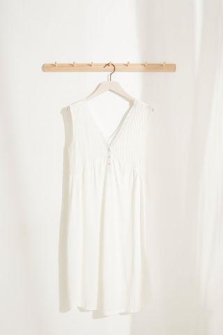 Белая ночная рубашка для кормления миди из невероятно мягкого трикотажа с V-образным вырезом