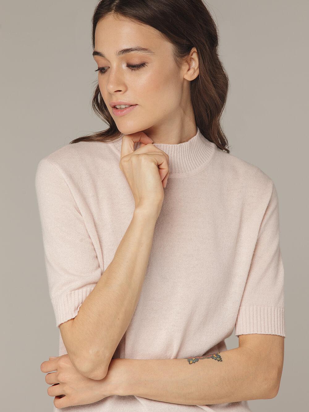 Розовый джемпер из тонкого кашемира с коротким рукавом и стойкой - фото 1