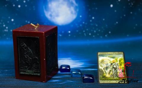 Свеча Таро с ритуалом «Сила»