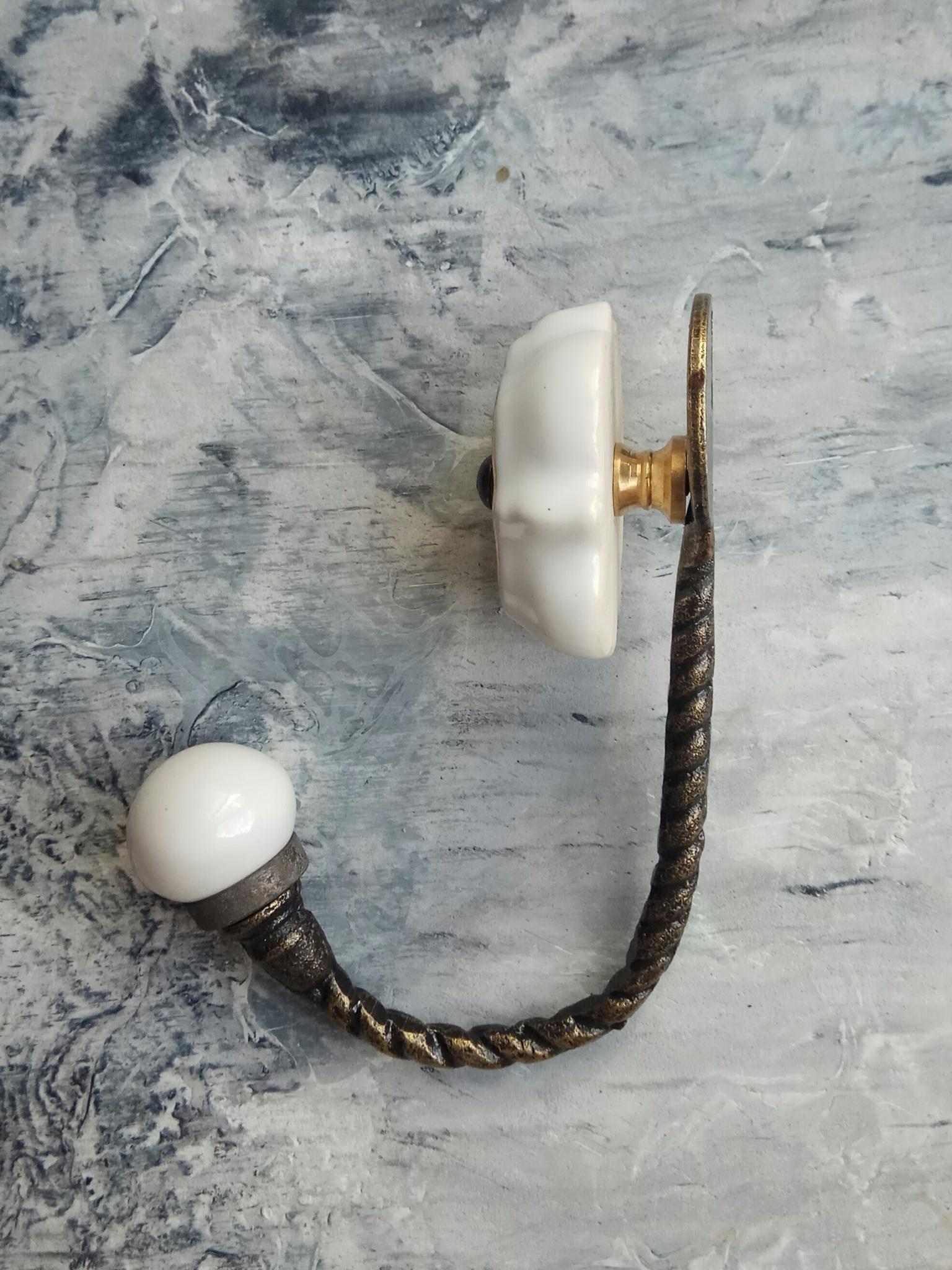 Крючок металлический,  с керамической вставкой серого цвета,  антик