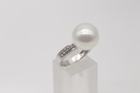 Кольцо из серебра с жемчугом и фианитами 51024M1D14