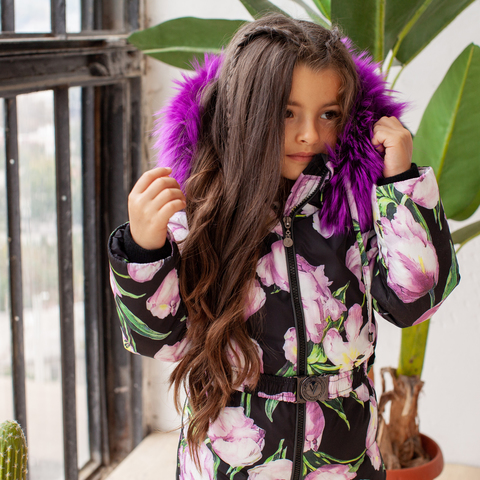 Детский зимний комбинезон с принтом  «Тюльпаны» и опушкой из натурального меха