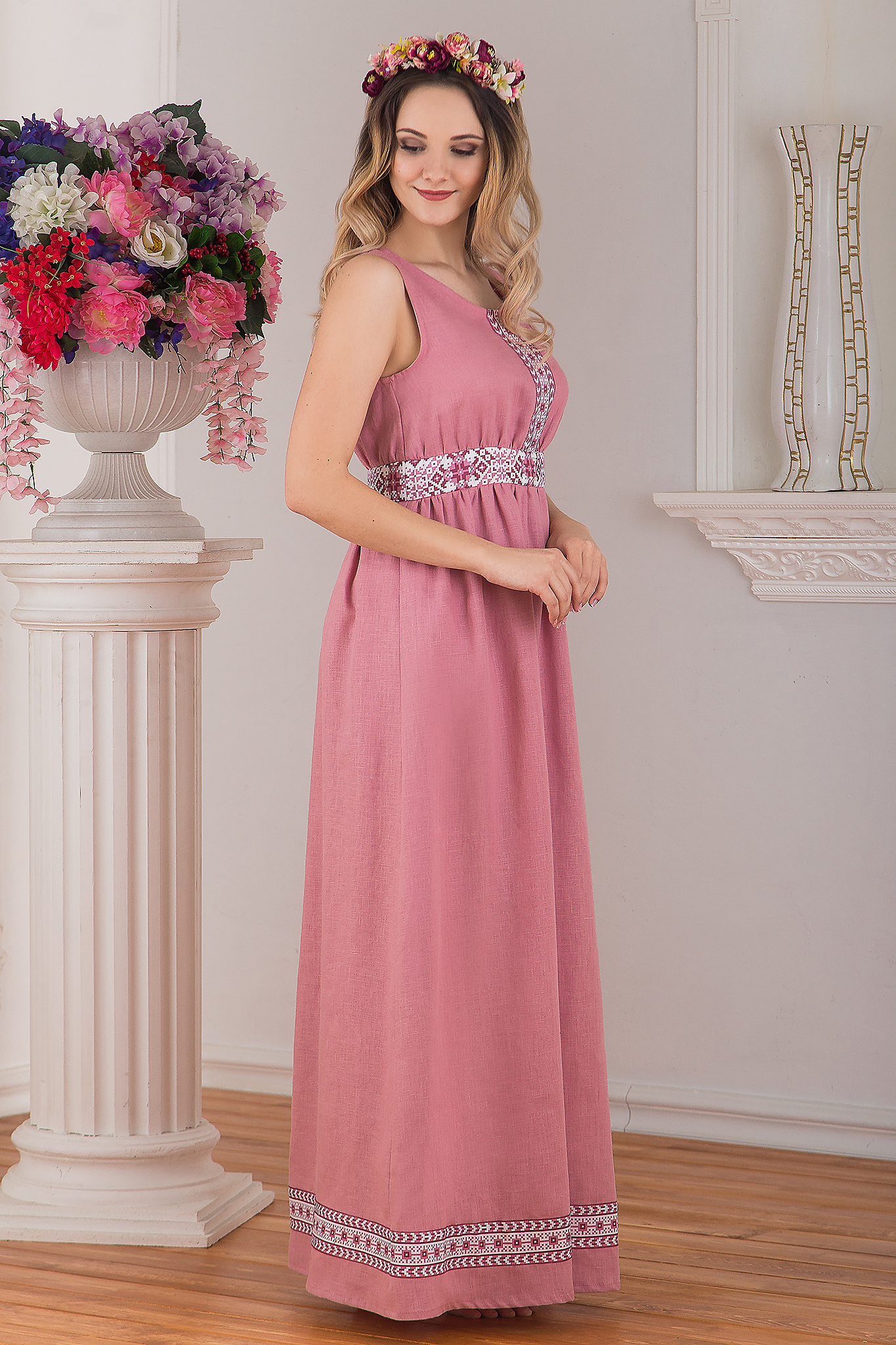 Сарафан традиционный розовый льняной Алатырь от Иванка вид сбоку
