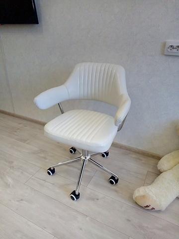 Кресло парикмахера Cherokee (стул мастера, для маникюра), регулировка по высоте, вращение, экокожа