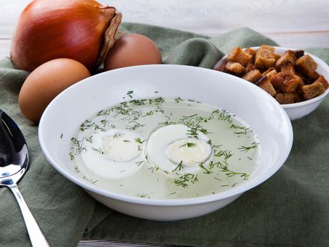 Куриный бульон с яйцом и зеленью