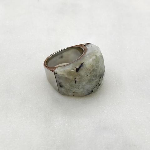 Кольцо-печатка фактурной огранки, сталь (серый)