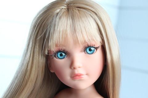 Амелия с прямыми волосами и челкой. Глаза голубые. 35см.Vidal Rojas (Видал Рохас)