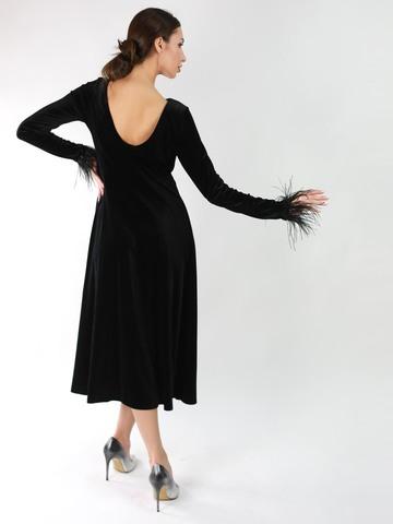 Платье из бархата А-силуэта с отделкой из перьев страуса