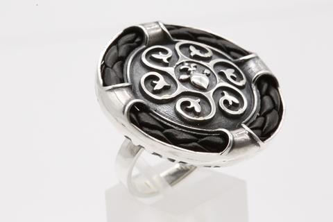 Кольцо с кожей из серебра 925