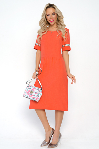 <p>Летнее платье из льна по праву можно назвать самой комфортной одеждой для жаркого лета! Платье свободного кроя, отрезное по линии талии, с оборкой. Функциональные карманы. Рукав до локтя с модным лампасом. (Длины: 46-109см; 48-110см; 50-110см; 52-111см; 54-112см) <span>Внимание! Цвет лампаса может быть изменен.&nbsp;</span></p>