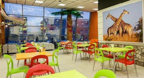 пластиковые стулья для кафе и столовых