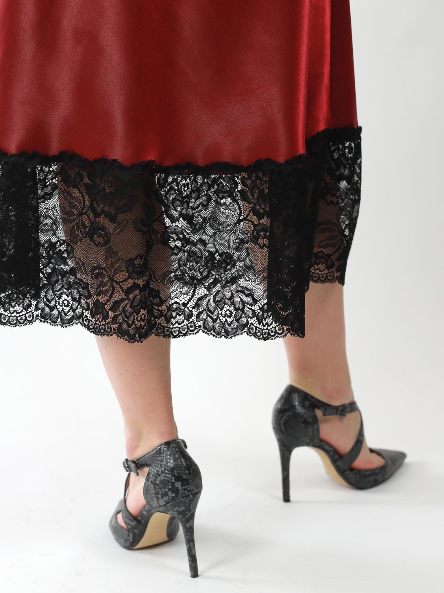 Платье-комбинация из атласа с отделкой из кружева