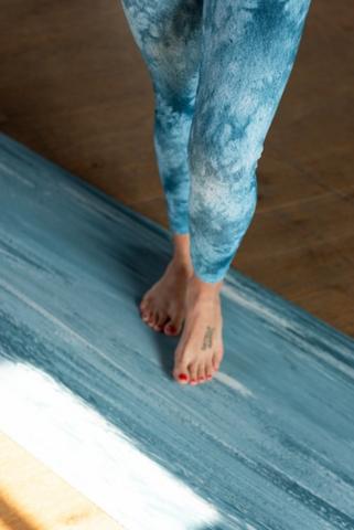 Каучуковый коврик для йоги JOY Yoga Comfort  183*66*0,4 см, голубой мрамор