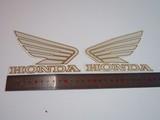 Наклейки на бак Honda белые крылья