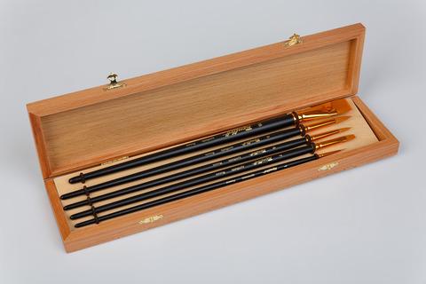 Набор кистей  Roubloff из синтетики 5шт: круглые №1,4,6., плоск:№7,18 в деревянной шкатулке Набор №3