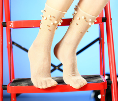 Женские капроновые носки с люрексом (гольфы) с жемчугом и бусинами, бежевые