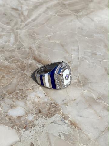 Кольцо-печатка из серебра с синей и белой эмалью и прозрачным цирконом